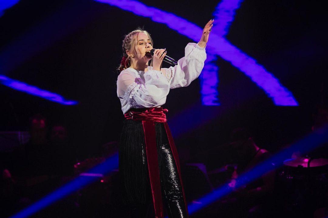 """Юлия Витранюк выступила на сцене с песней """"Випливало утєня"""""""