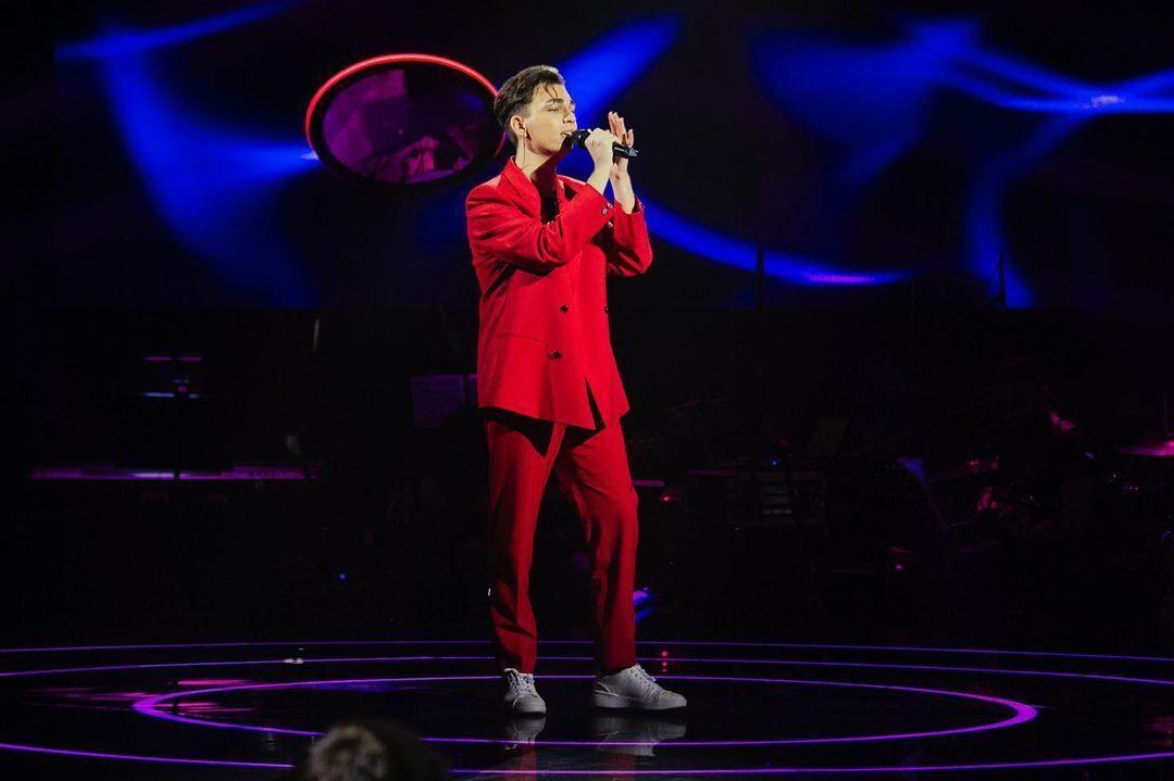 Денис Калитовский исполнил на сцене песню Billie Eilish, Khalid