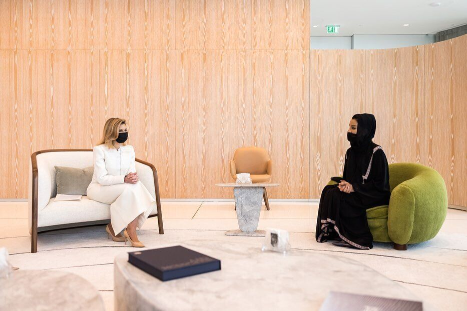 Олена Зеленська показала стильний образ на зустрічі з дружиною шейха Катару