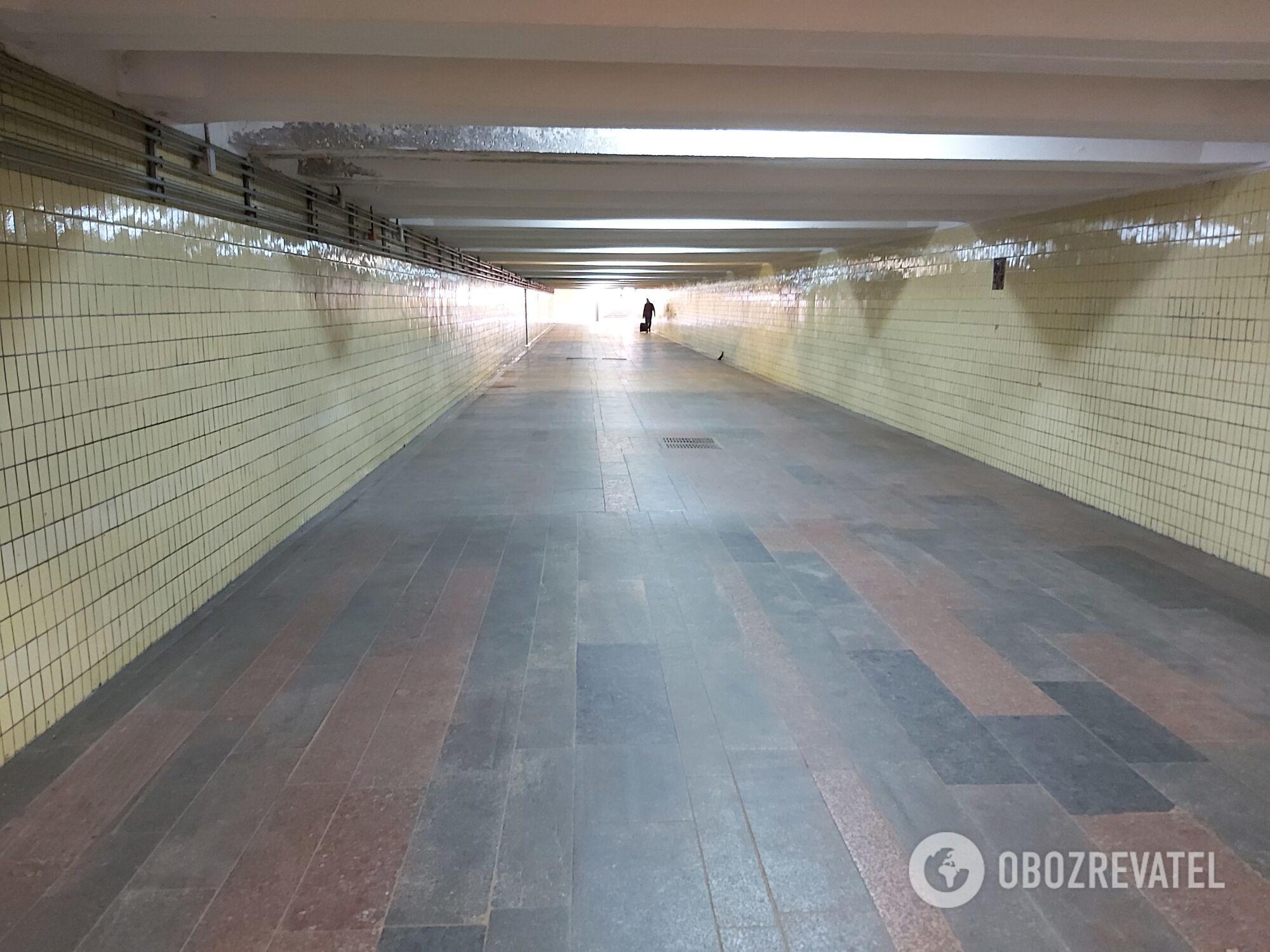 Опустели подземные переходы.
