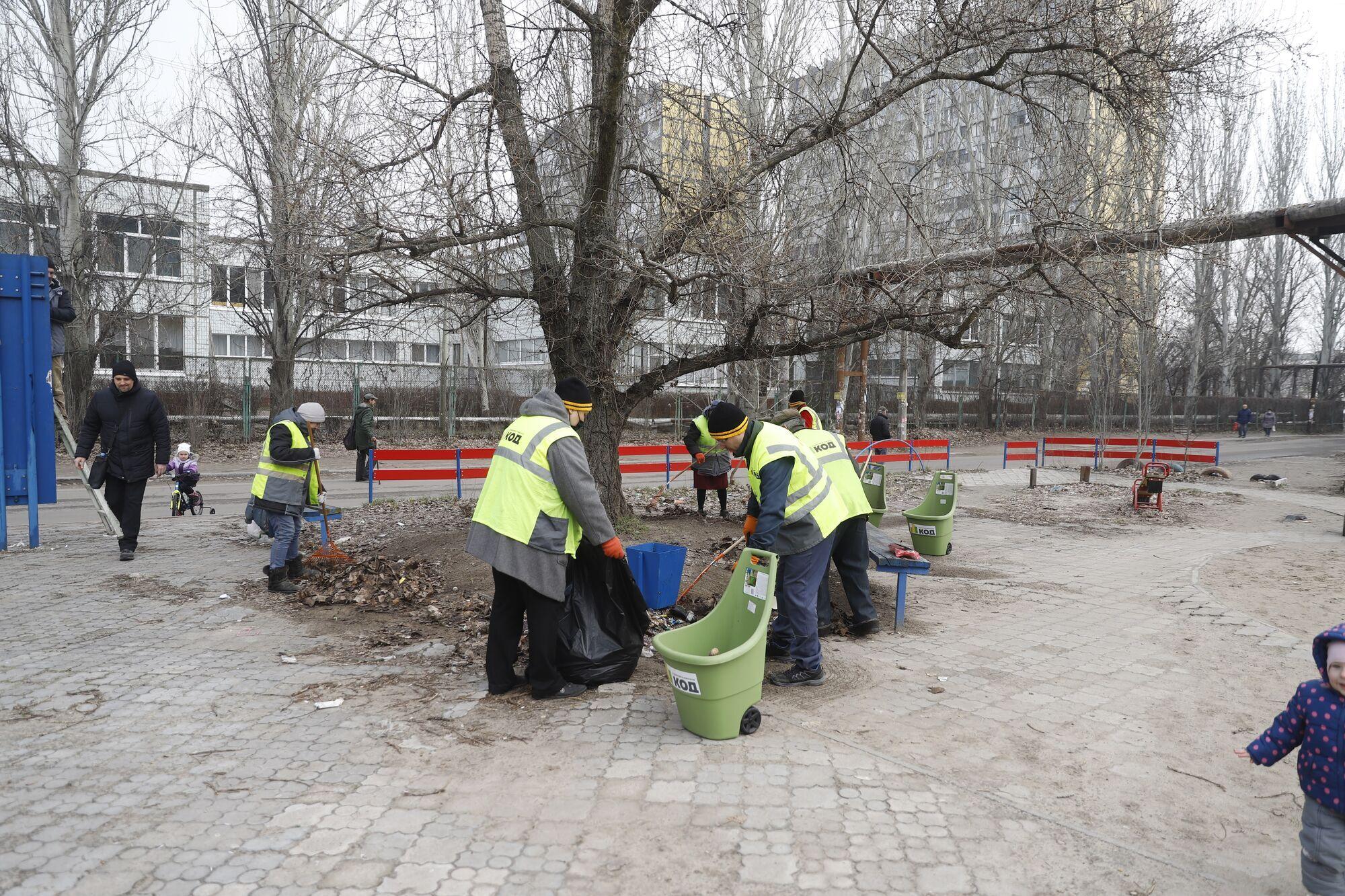 У Дніпрі комунальники наводять лад в районах міста