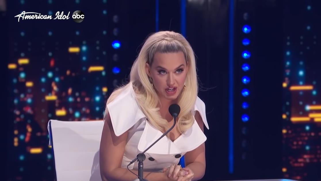 """Американська співачка Кеті Перрі під час виступу однієї з учасниць шоу """"American Idol"""""""
