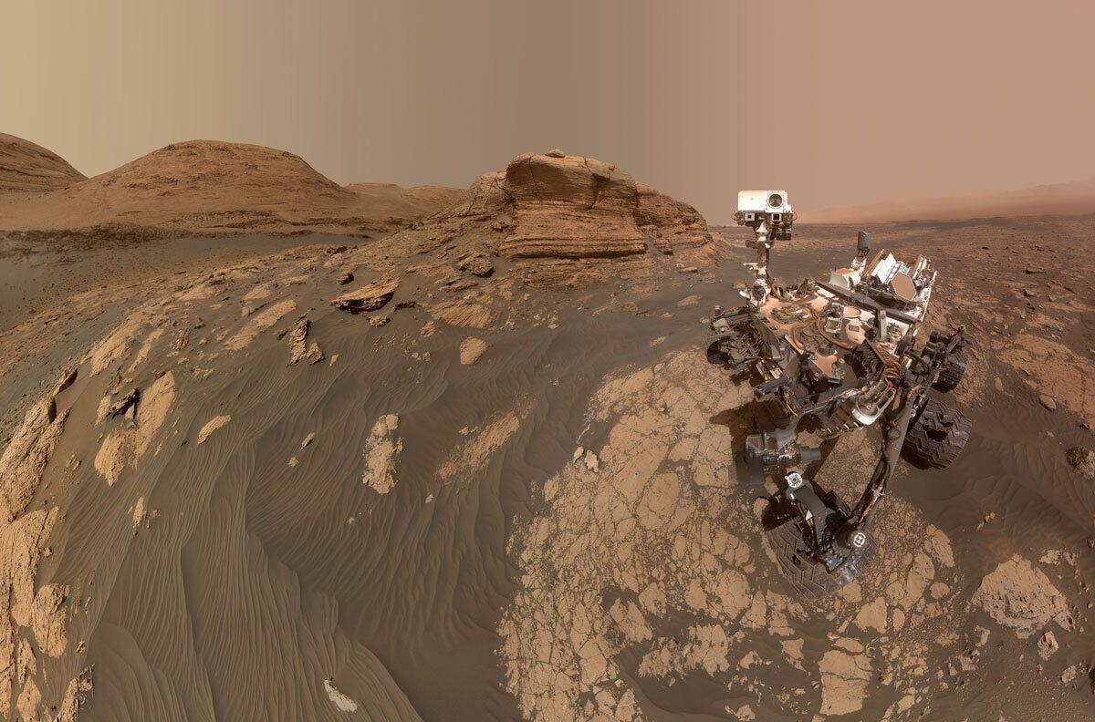 """Марсоход Curiosity сделал селфи на фоне """"французской горы"""""""