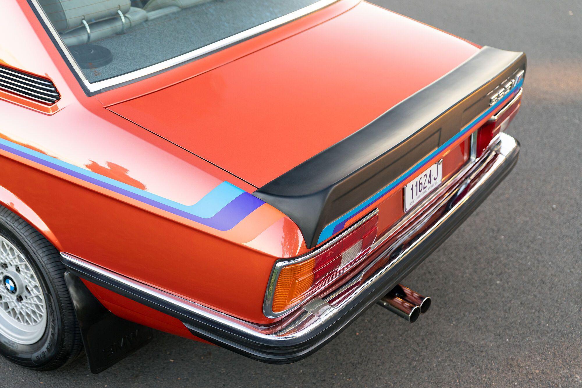 Яскравими доповненнями способу є передній та задній спойлери, а також ажурні легкосплавні 14-дюймові диски BBS
