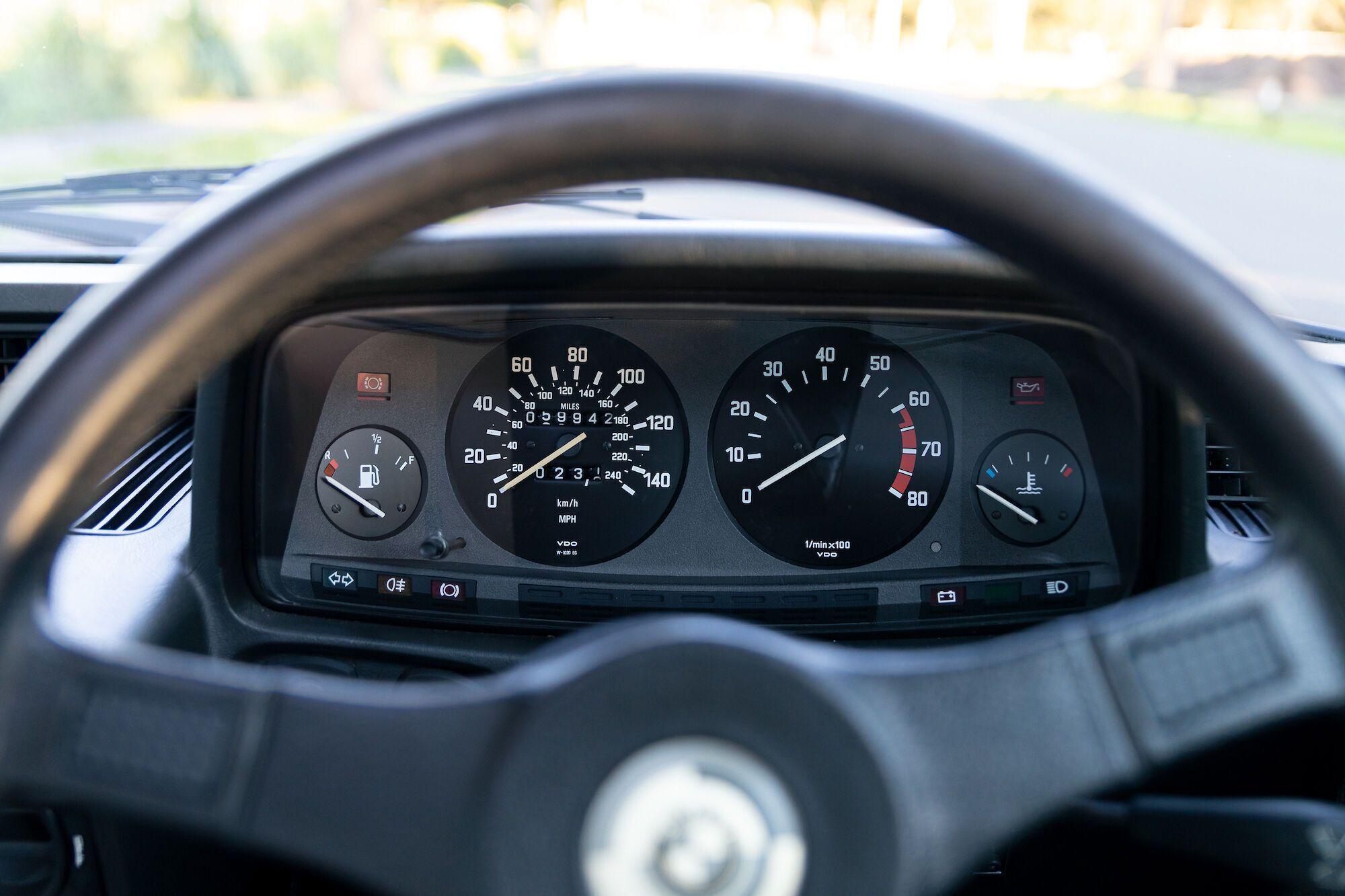Виставлений на продаж автомобіль подолав всього близько 60 тисяч миль (96 446 км)
