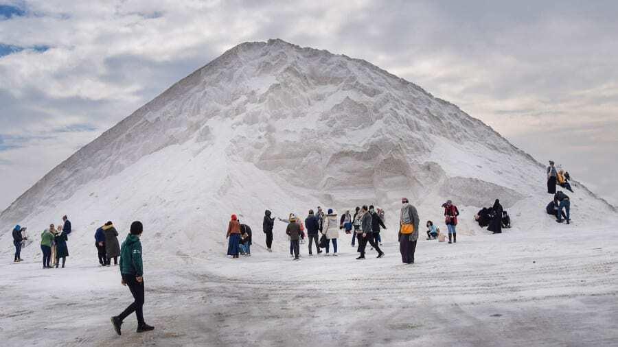 """Египетские """"снежные"""" горы стали новой забавой."""