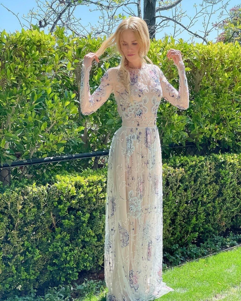 Николь Кидман появилась в платье