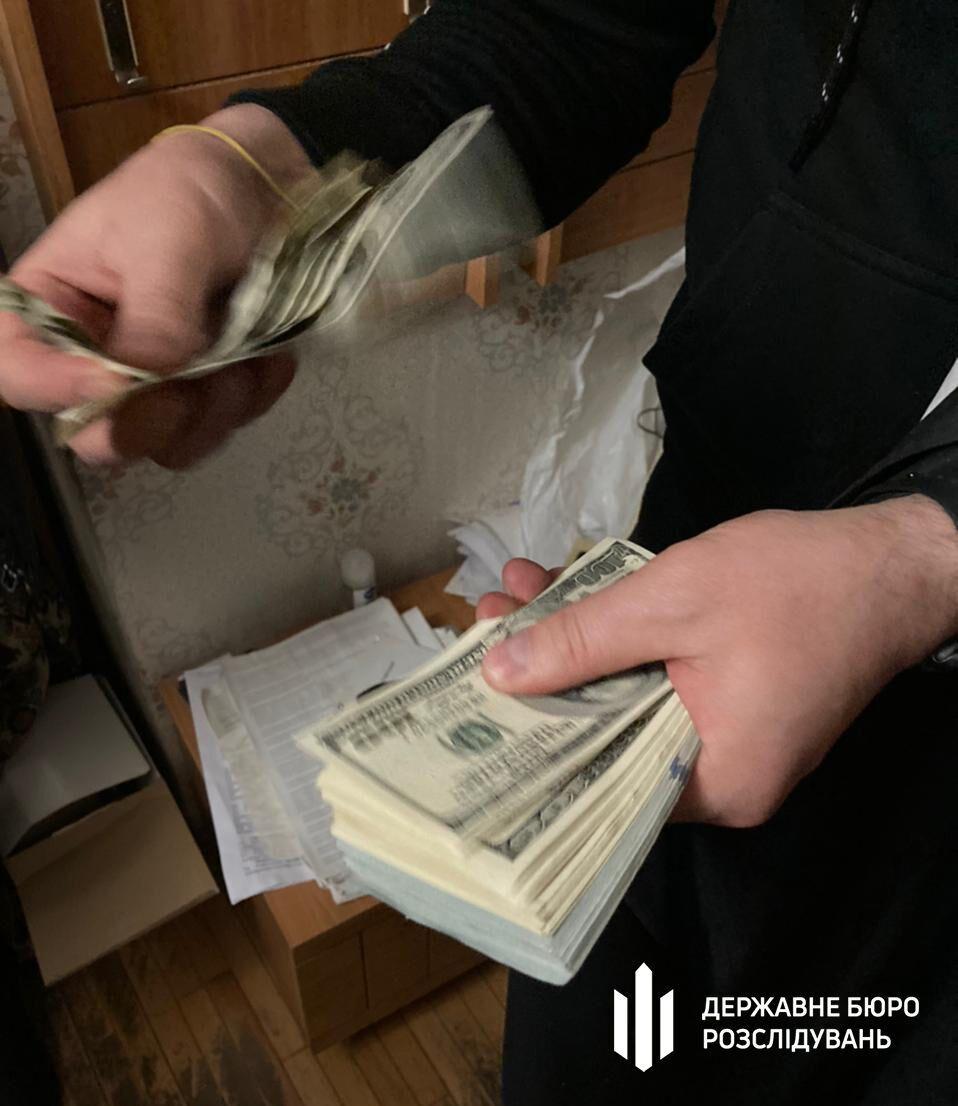 Во время обысков были изъяты деньги.