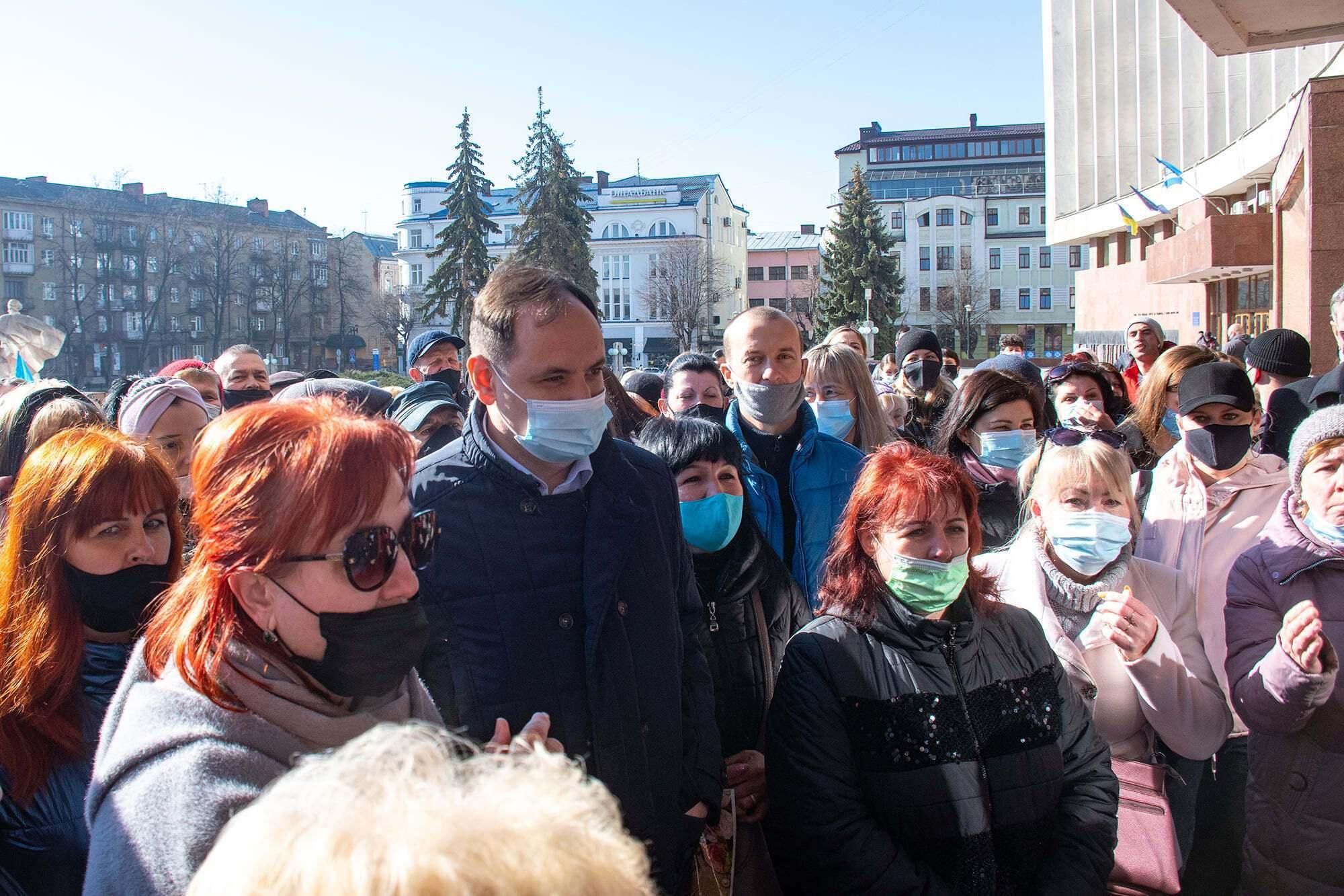 Мер Франківська разом із підприємцями вимагає відкрити ринки