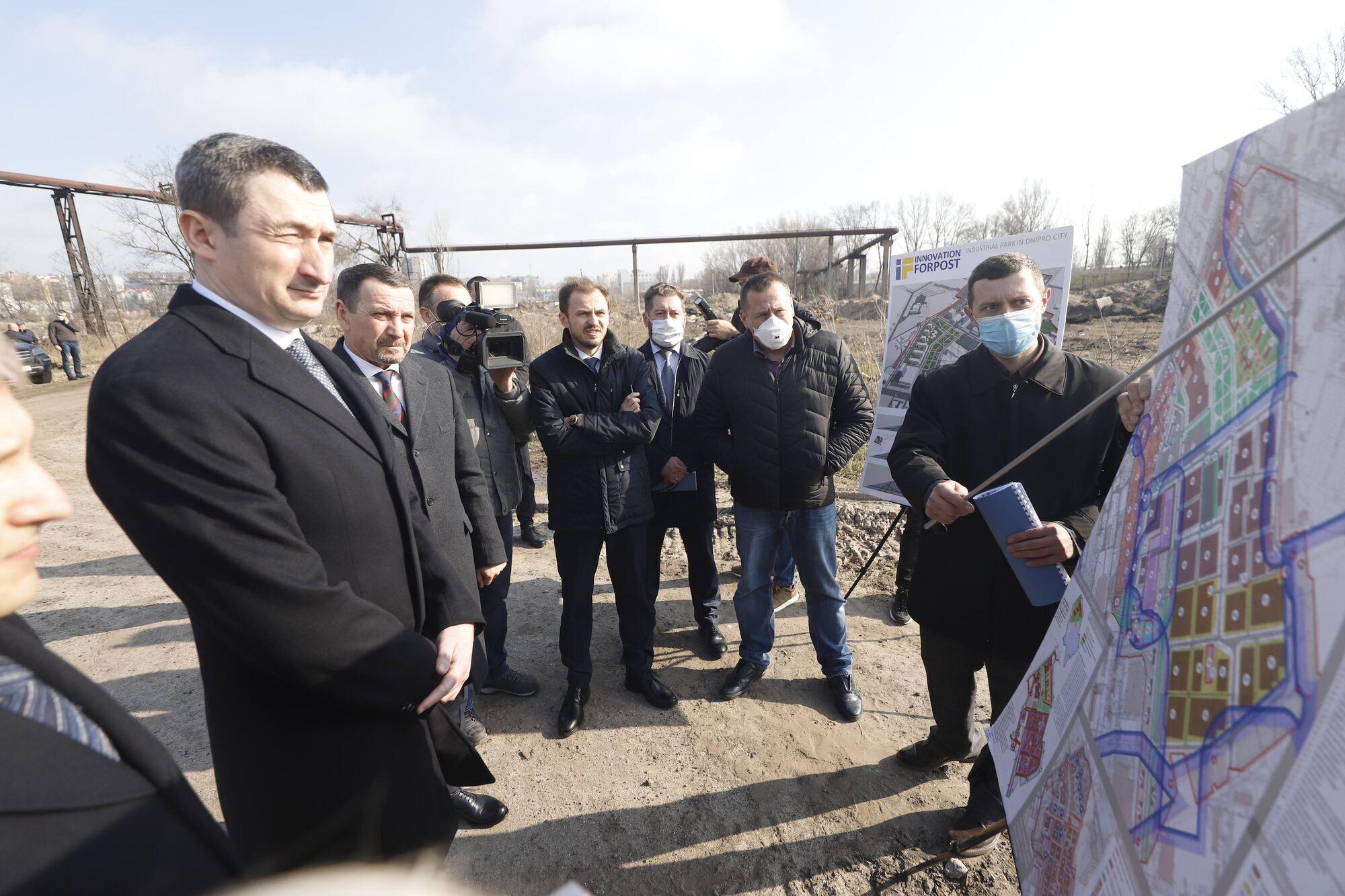 Представитель правительства осмотрел реконструкцию УВК №33