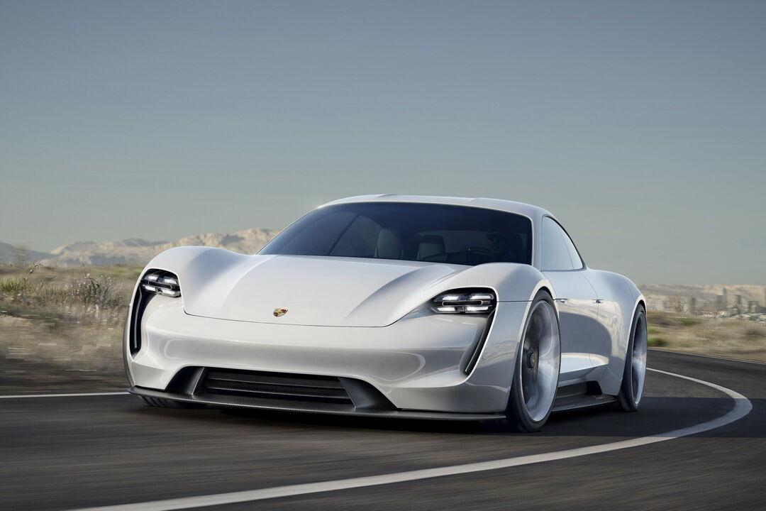 В 2015 году компания Porsche представила на Франкфуртском автосалоне стильный концепт под названием Mission E.