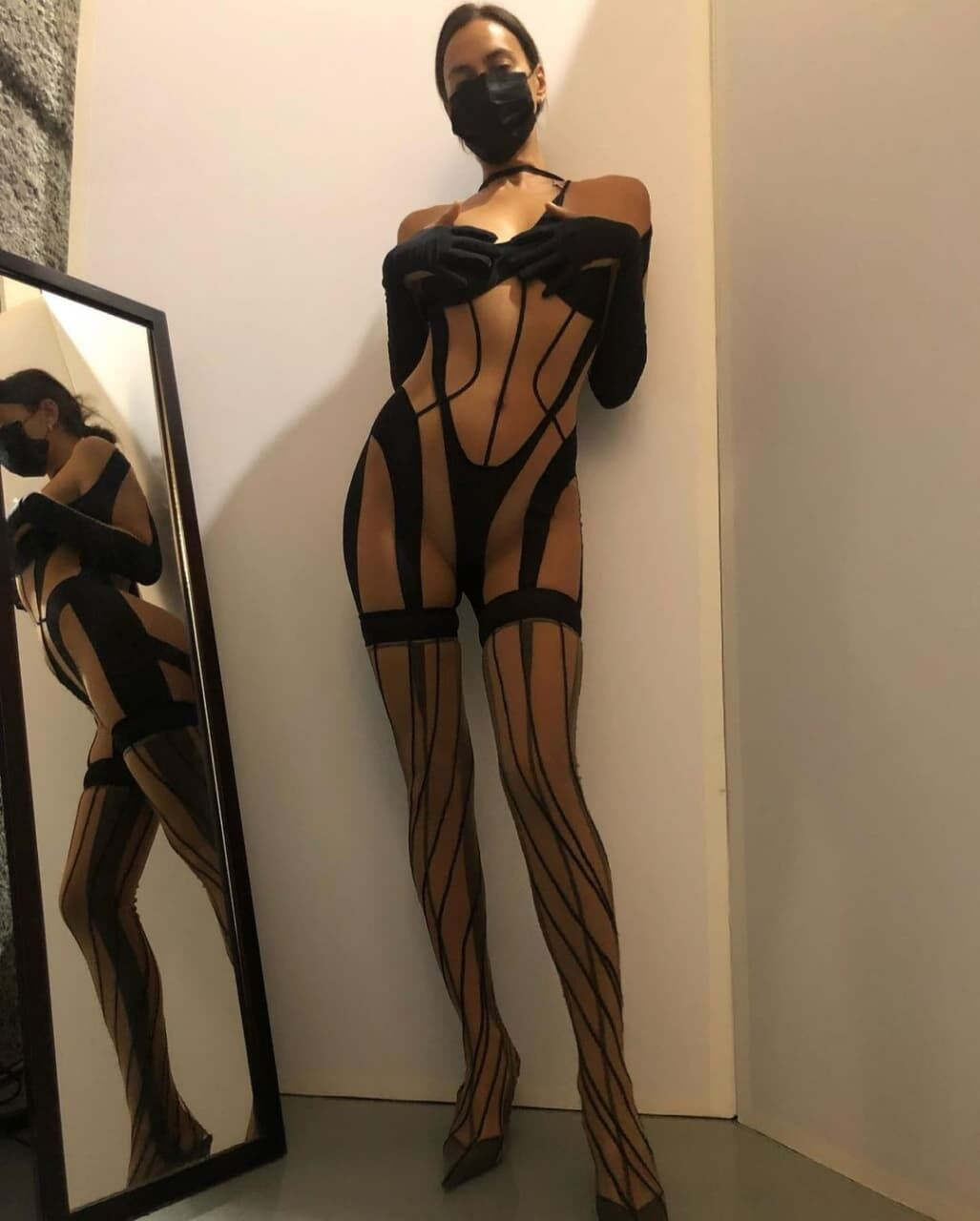 Ирина Шейк показала свои формы.