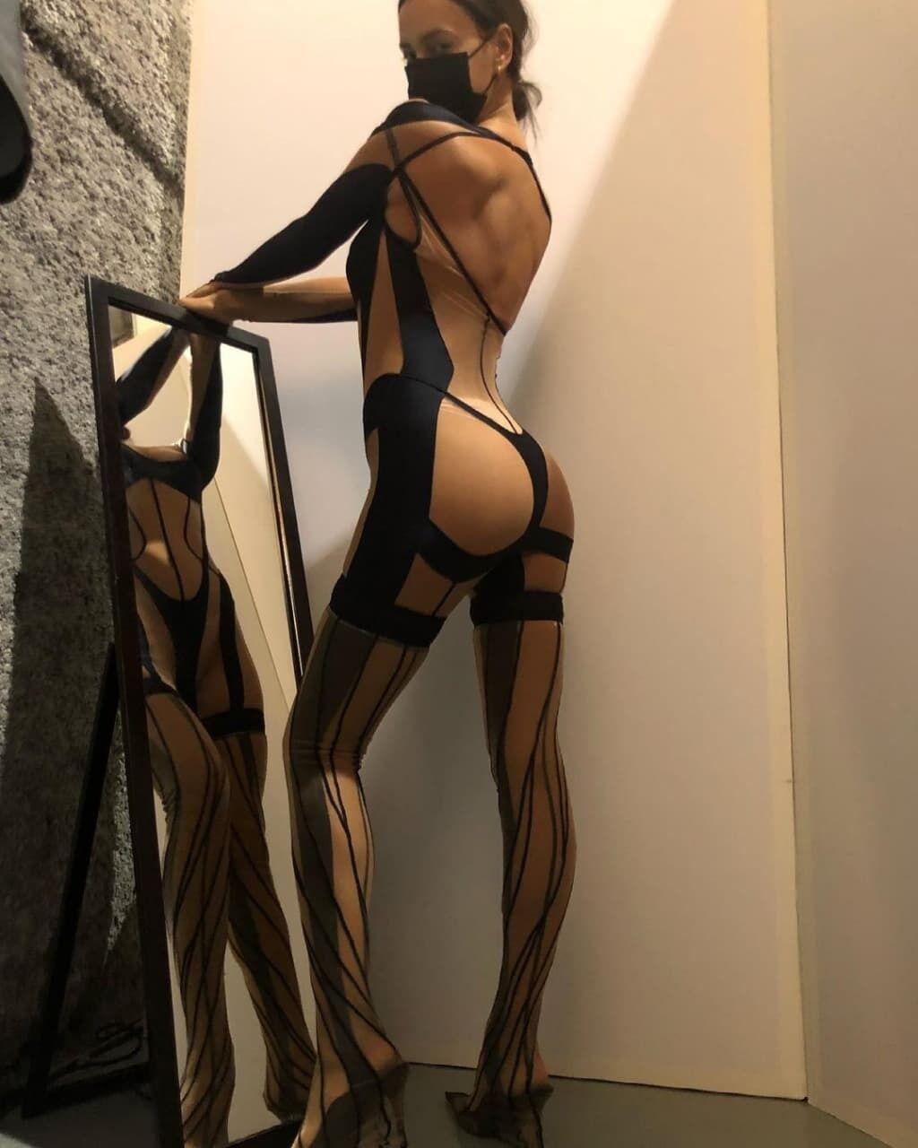 Ирина Шейк показала откровенный наряд.