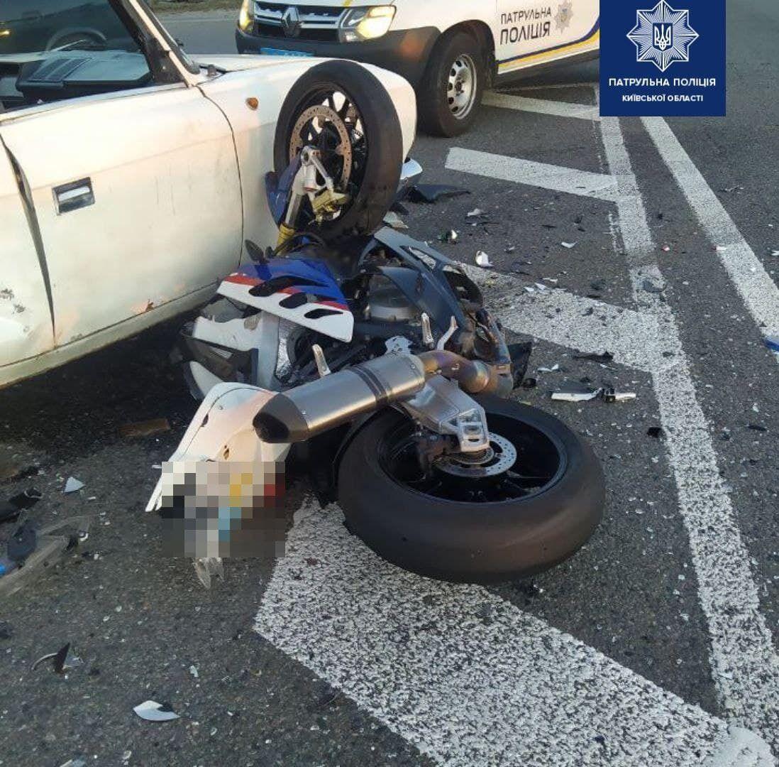 Внаслідок ДТП загинув водій мотоцикла.