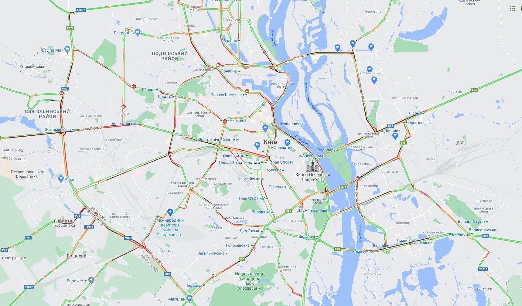 Пробки парализовали движение транспорта в Киеве.