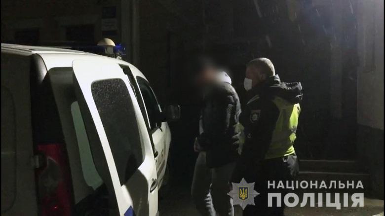 У Києві поліцейські зі стріляниною затримали хулігана.