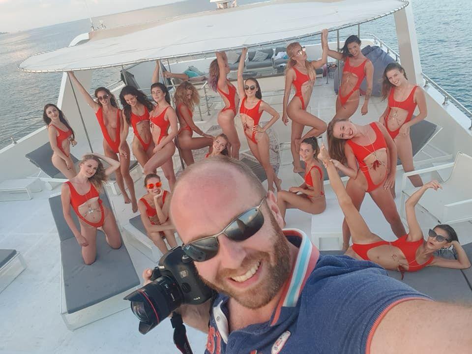 Гречин любит устраивать тематические съемки с юными девушками