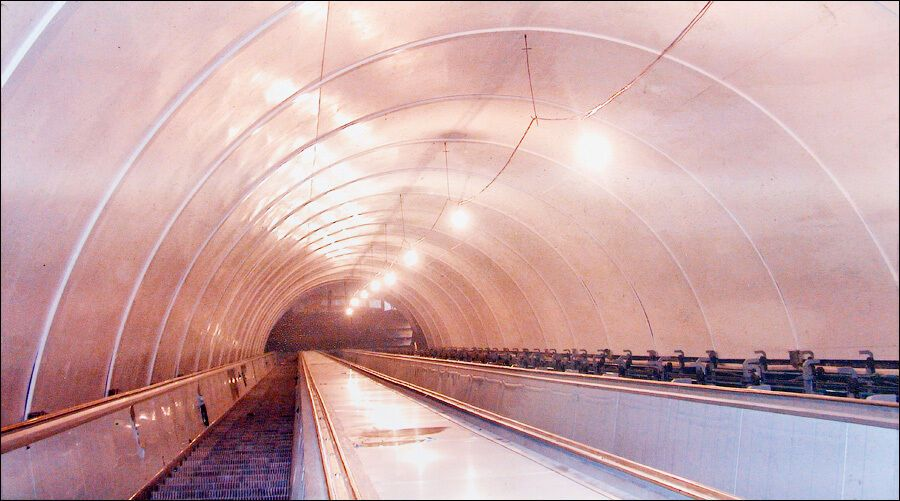 """На """"Сирці"""" вперше в київському метро було встановлено українські ескалатори."""