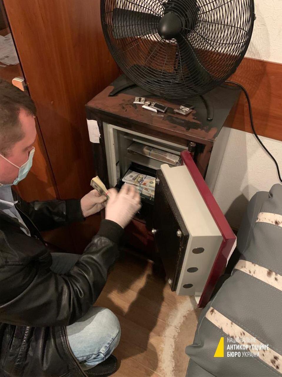 Вскрытый сейф