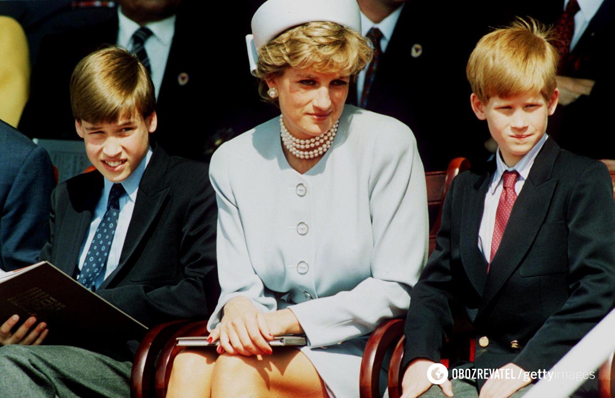 Британские принцы Уильям и Гарри со своей матерью Дианой