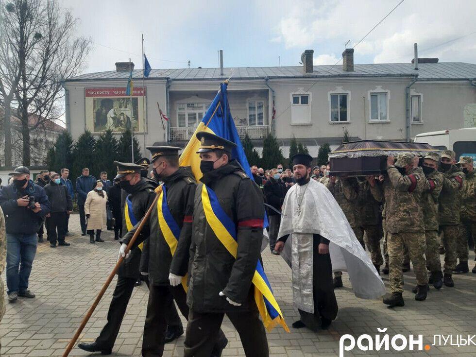 Почтить Сулиму пришли военные, духовенство и горожане