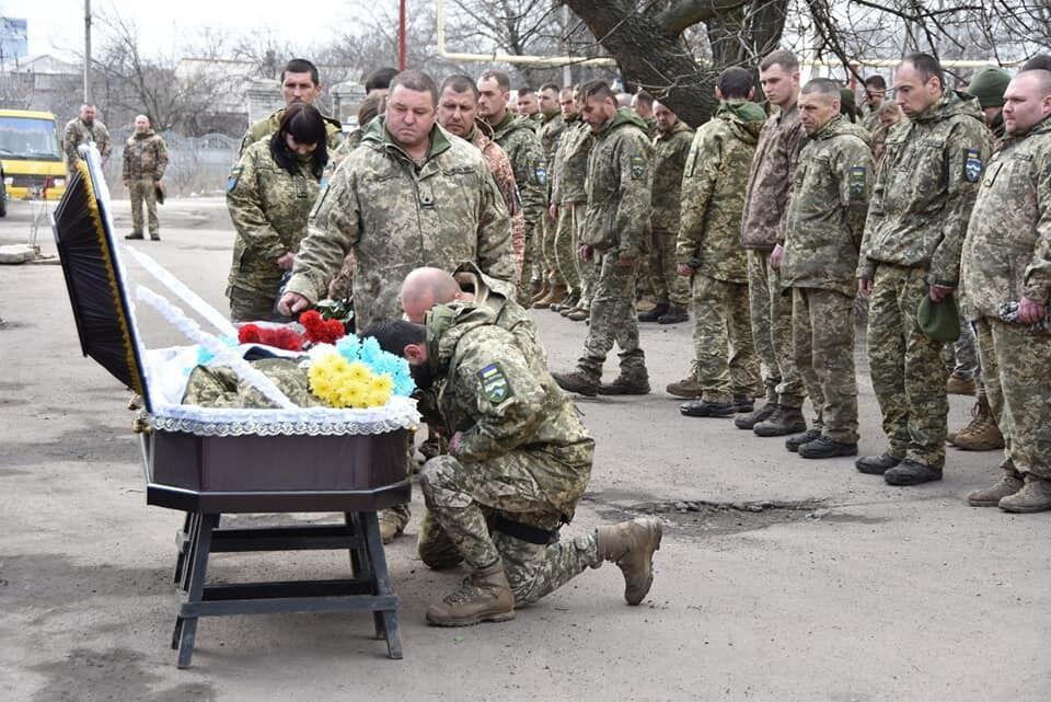 Воины ВСУ прощаются с погибшим под Шумами Сулимой