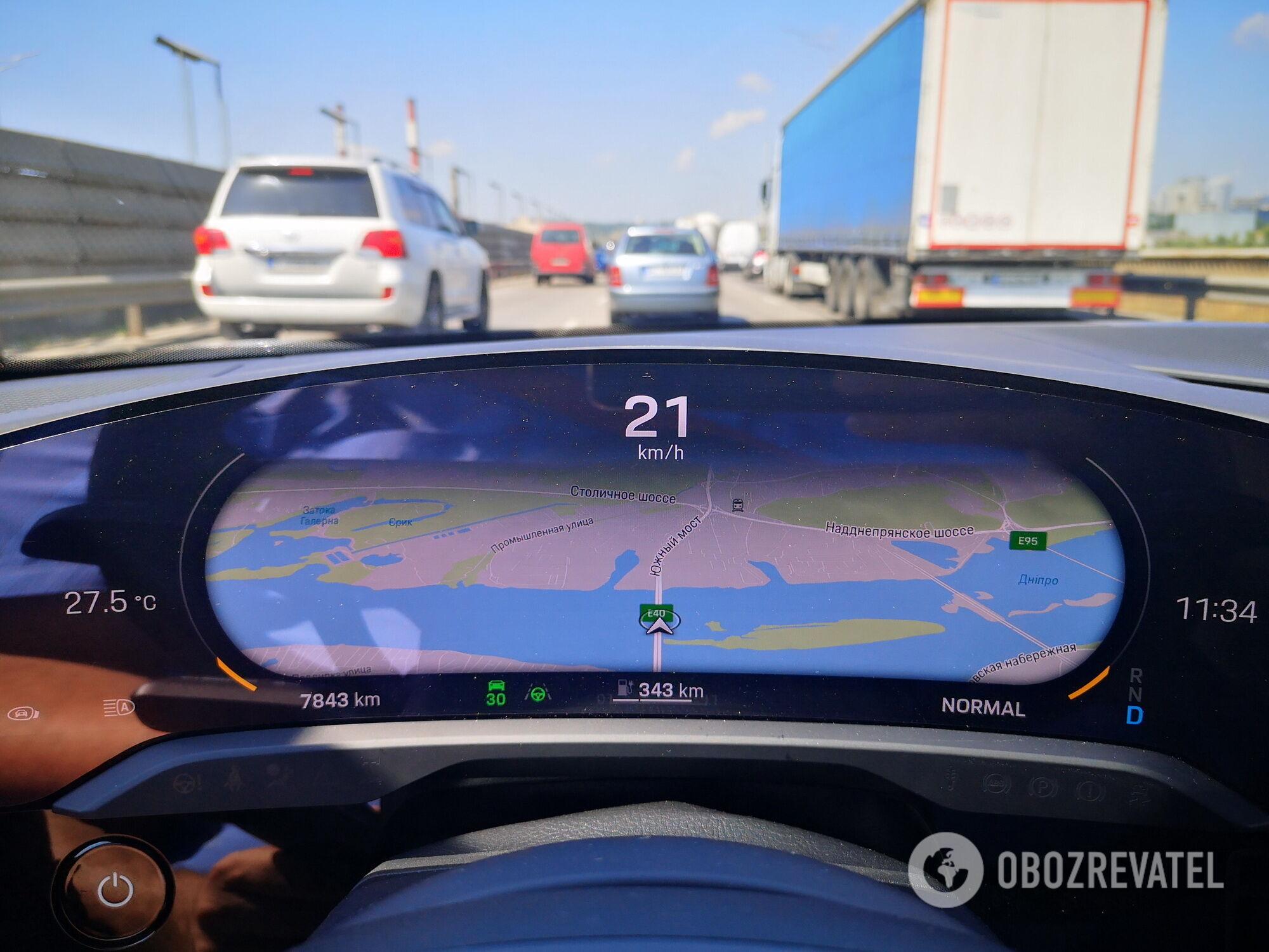 Приборную панель можно менять по своему усмотрению, например вывести карту навигатора