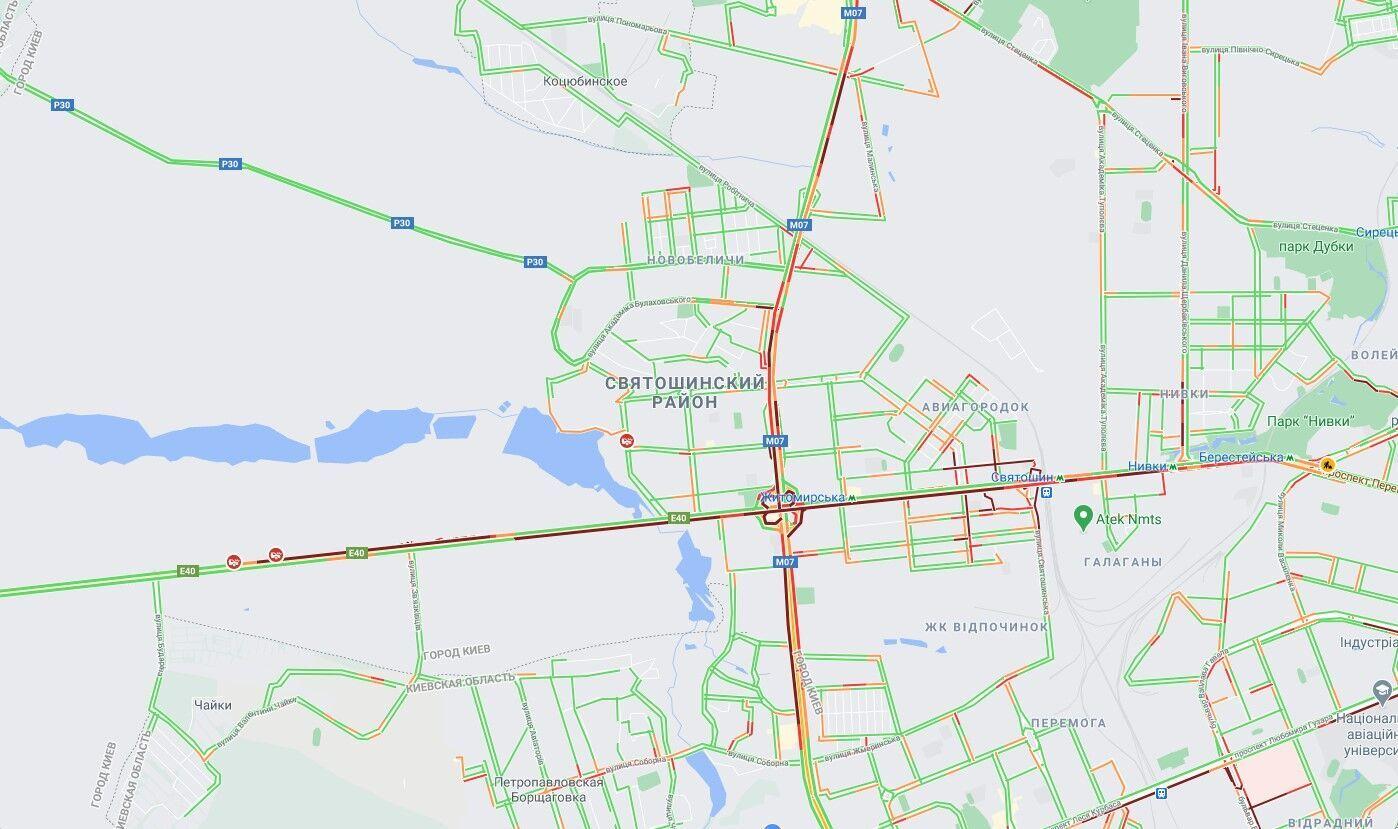У місті спостерігаються проблеми з рухом авто.