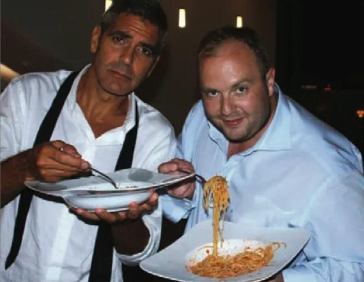 Виталий Гречин ест пасту с Джорджем Клуни