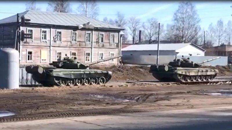 Видео с кадрами движения колонны танков по дороге в Крым, которое кто-то из очевидцев прислал расследователям Conflict Intelligence Team