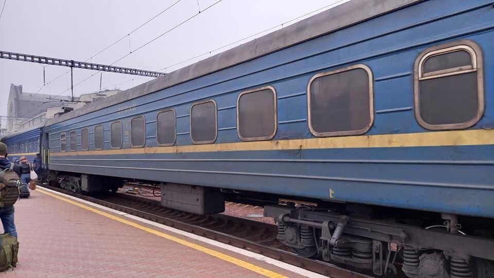 Грязный вагон поезда УЗ