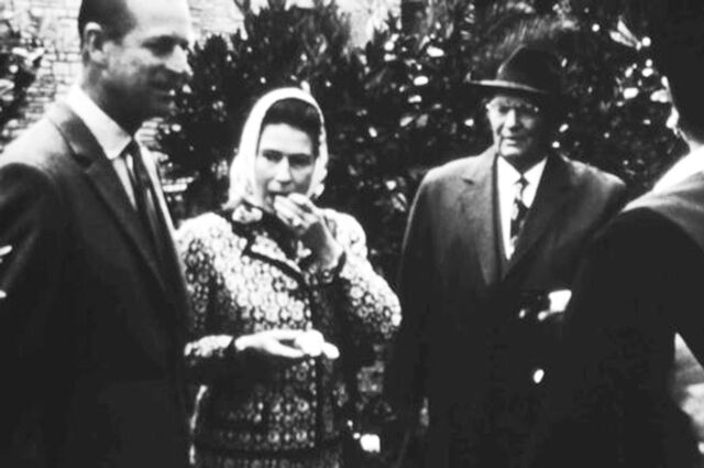 Также в ленте продемонстрируют рабочие встречи Елизаветы II