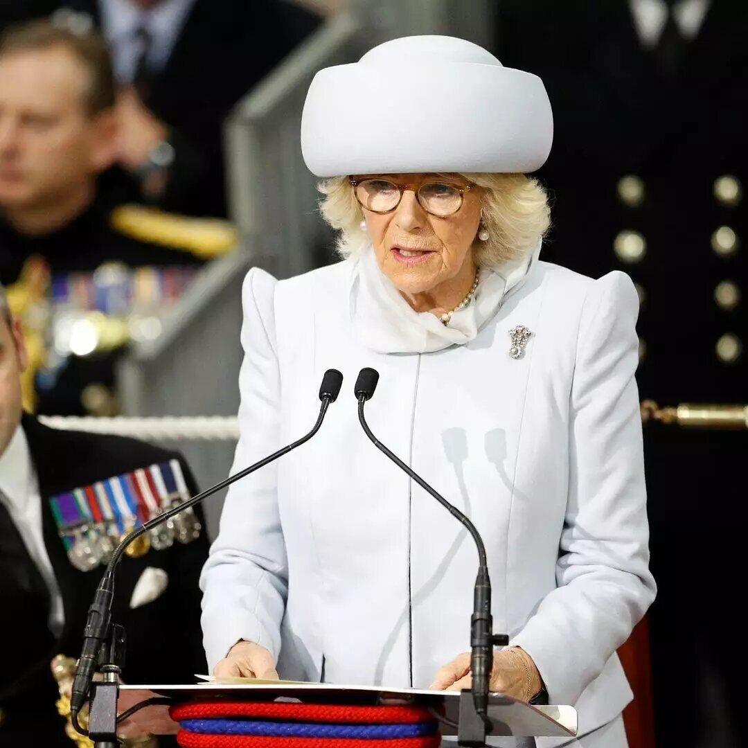 Герцогиня Корнуолльская часто появляется в экстравагантных шляпах.