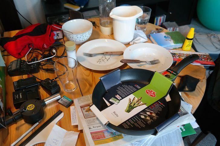 На столе должны храниться вещи, которые вам необходимы прямо сейчас.