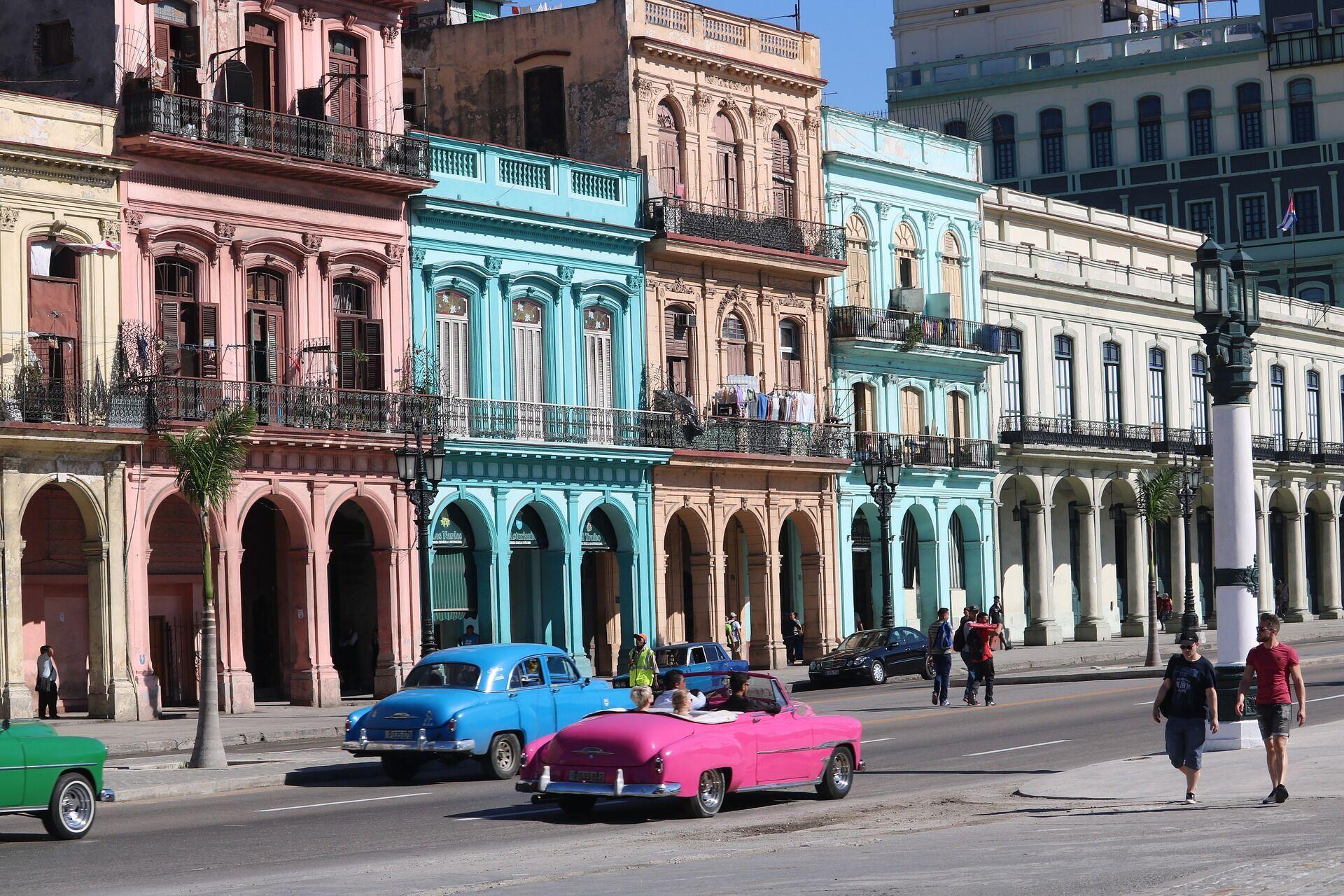 На Кубе не стоит публично показывать свои чувства к партнеру