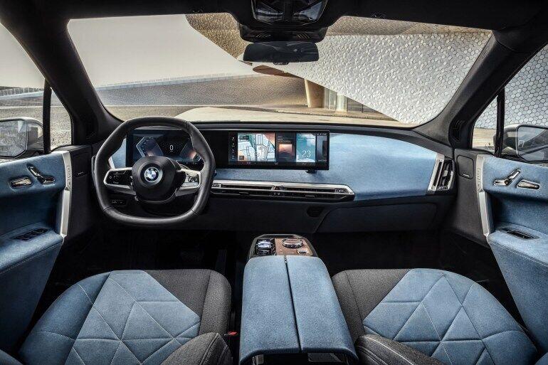 Интерьер BMW iX очень минималистичный