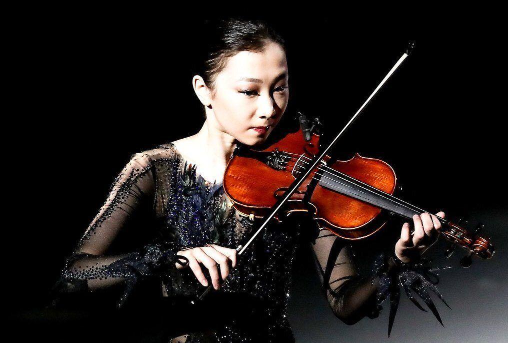 Елізабет Турсинбаева зі скрипкою