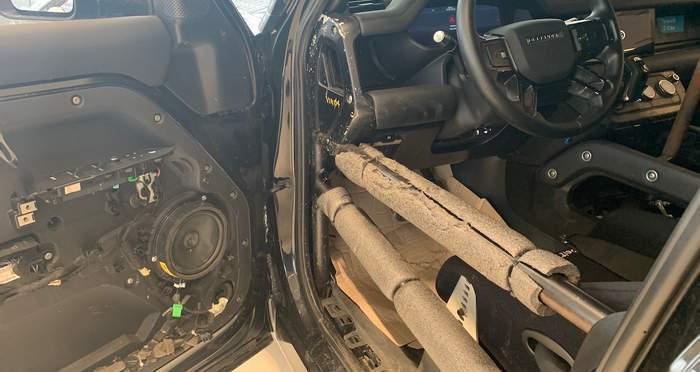 Автомобілю встановили каркас безпеки