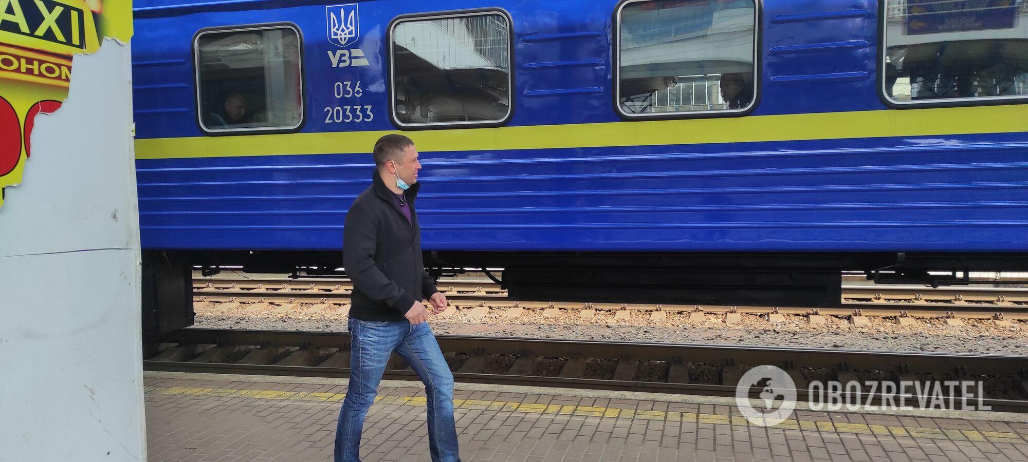 Порушують пасажири, які приїжджають на вокзал.