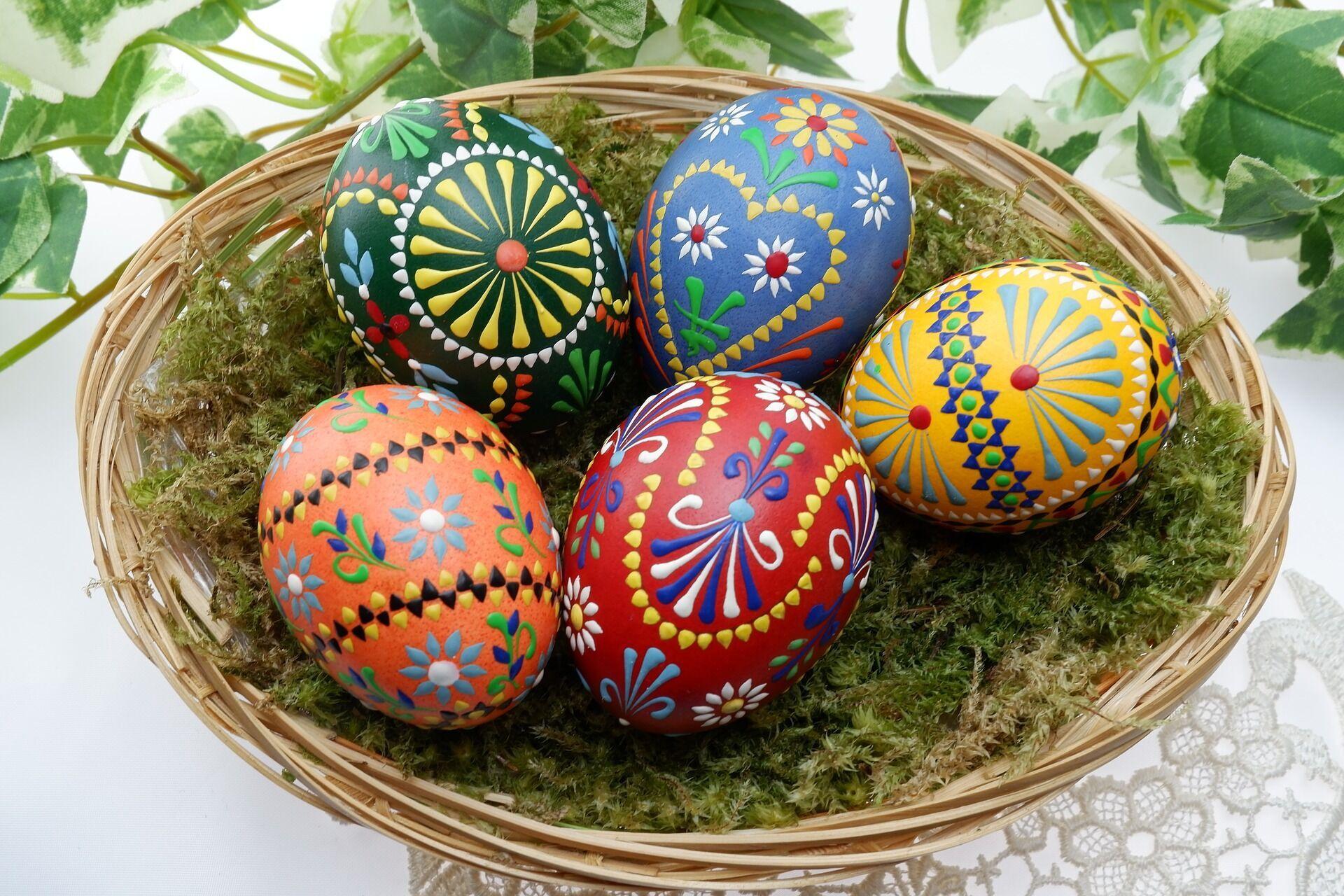Пасхальные яйца символизируют Гроб Господень, в котором скрыта вечная жизнь