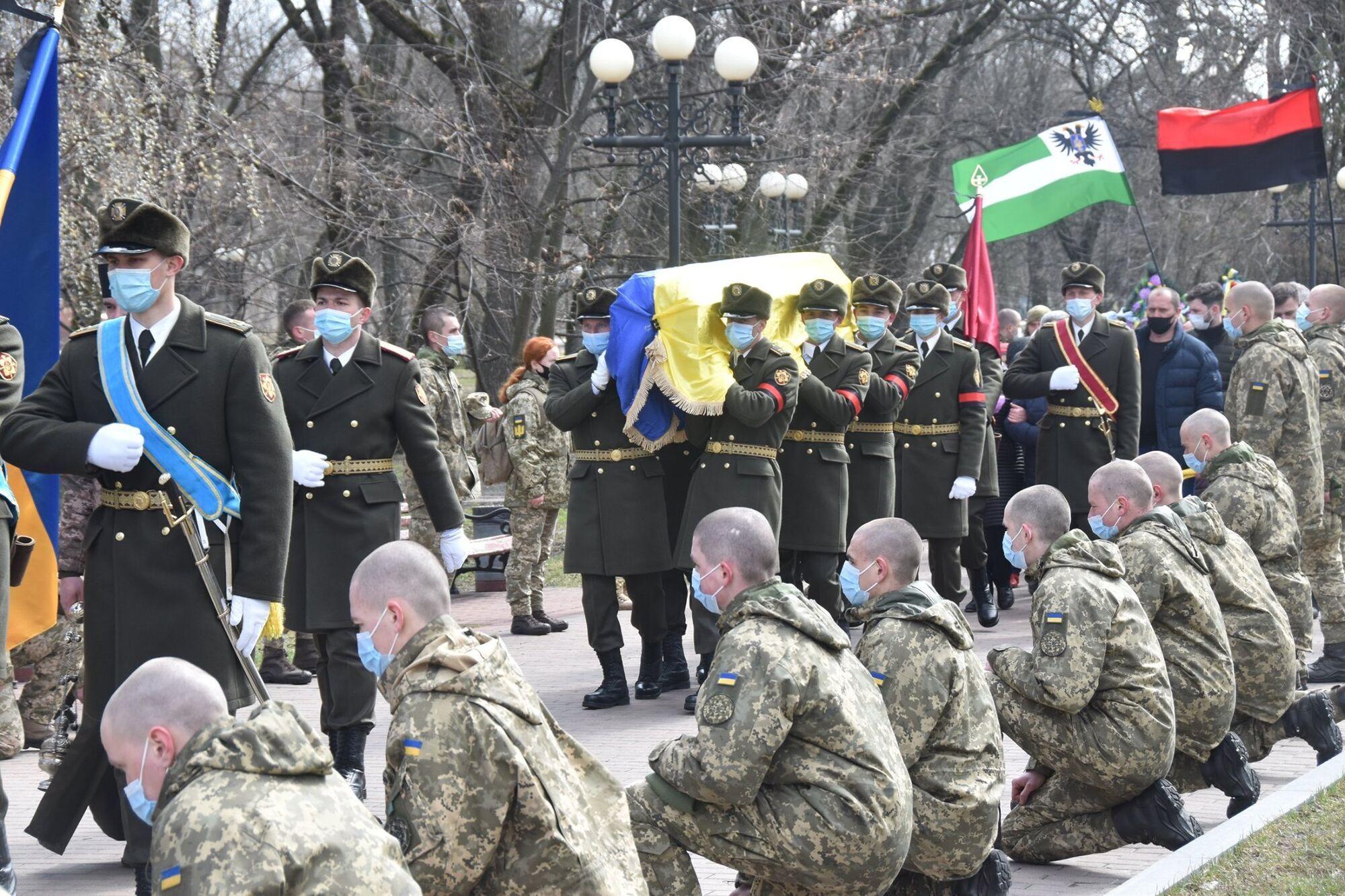 Церемония похорон погибшего на Донбассе Героя