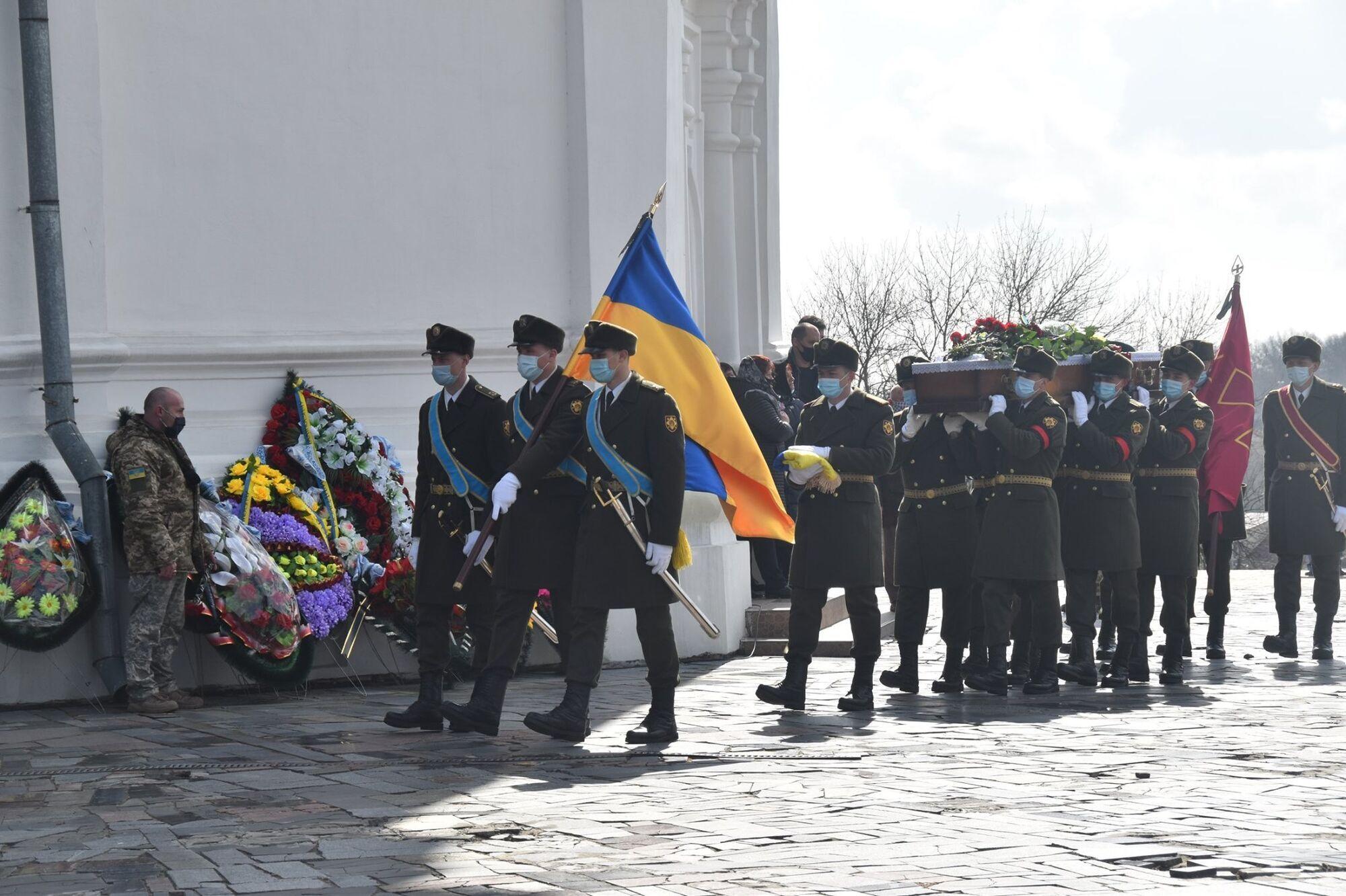 Старшего лейтенанта Шпака похоронили со всеми почестями