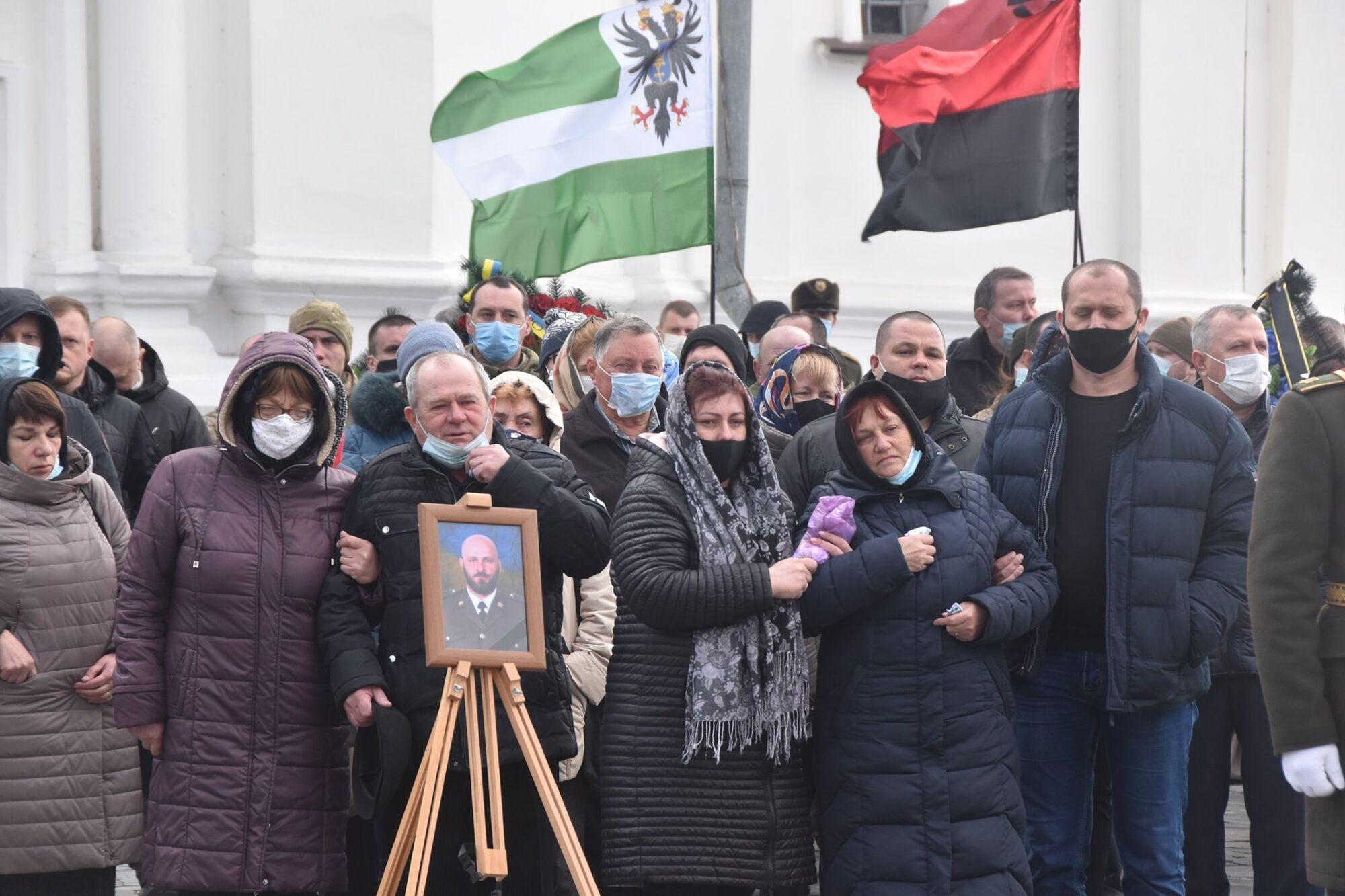 Віддати шану захиснику України прийшли побратими, рідні, друзі та просто мешканці Чернігова