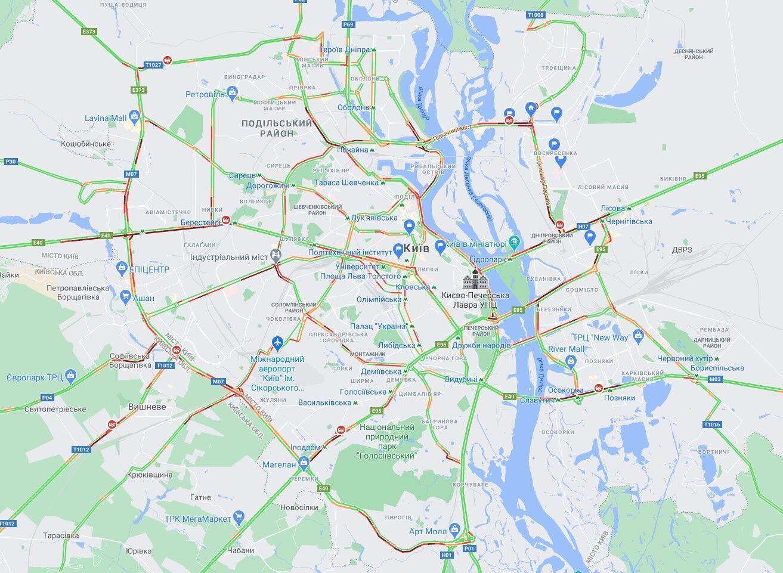 В Киеве образовались утренние пробки.