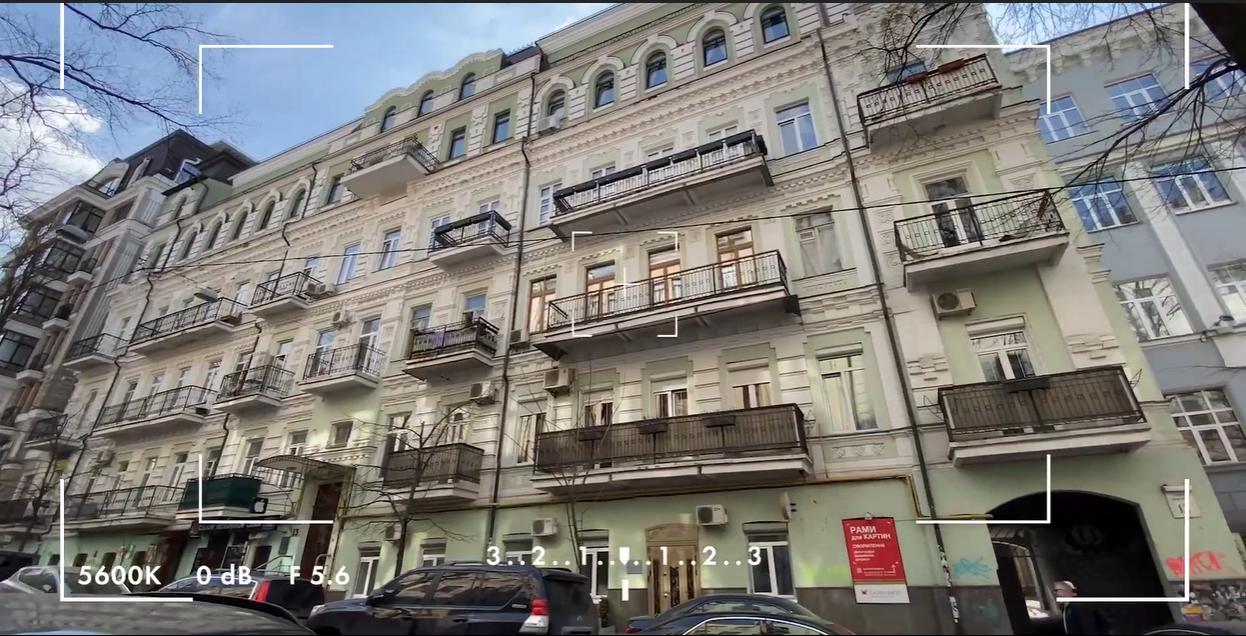 Пятикомнатная квартира Брежневой находится в дореволюционном доме по улице Десятинной