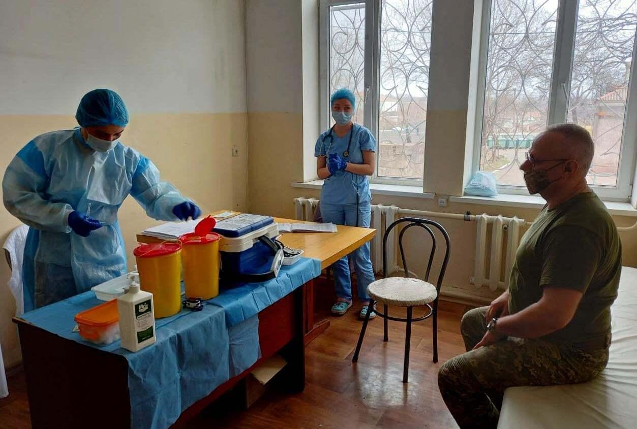 Главнокомандующий ВСУ получил прививку.