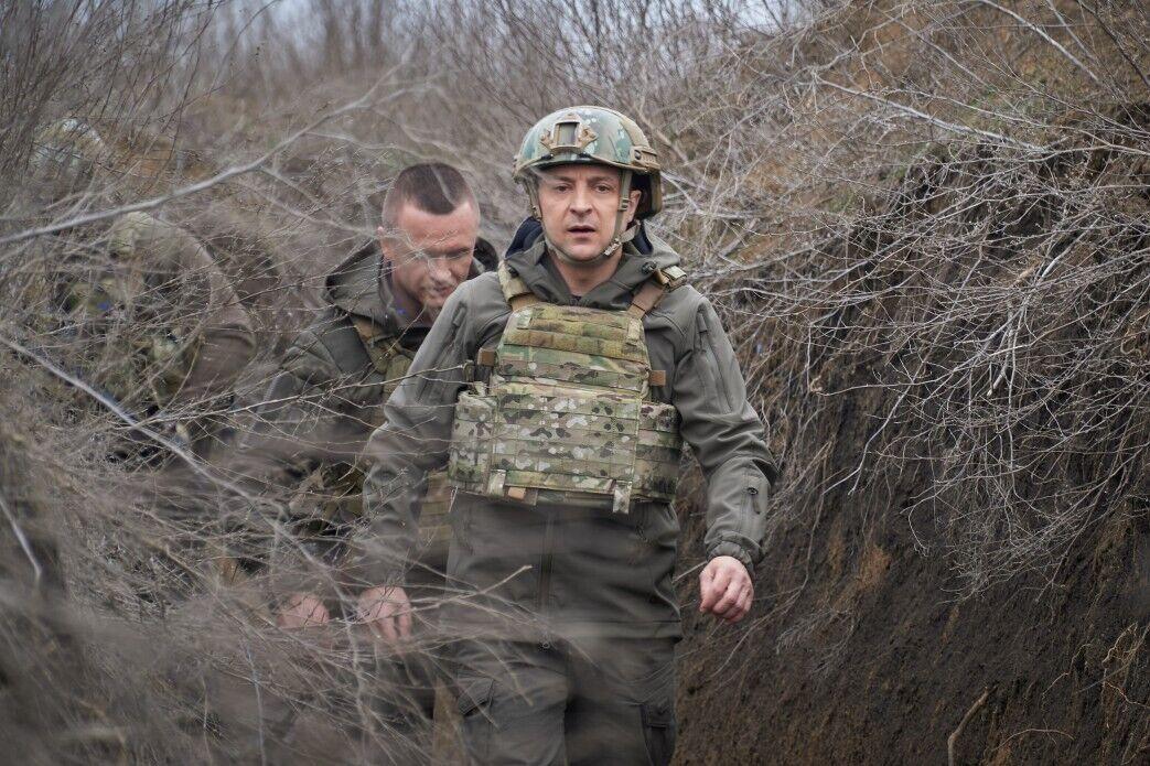 Президент провів другий день на Донбасі