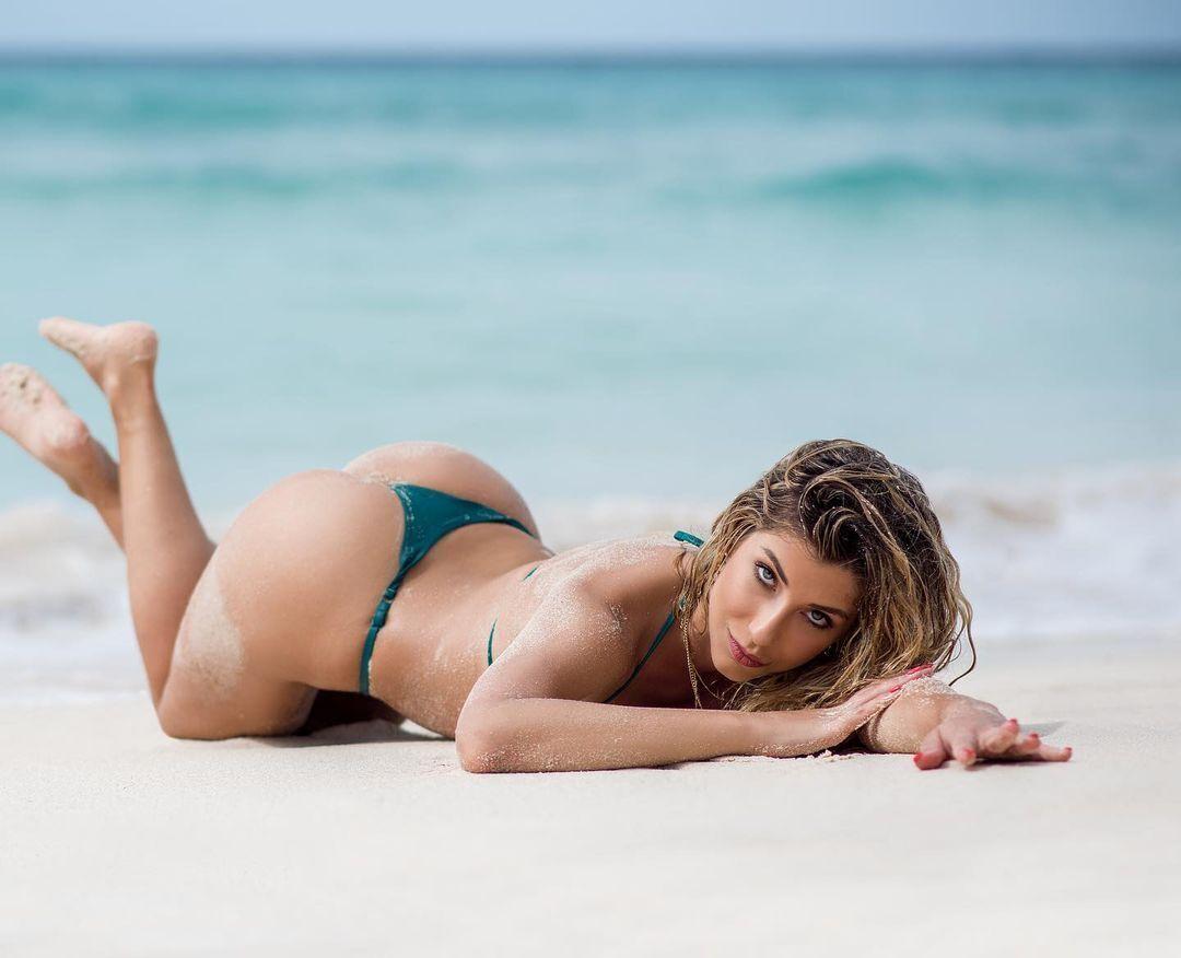 Шона Ріверс на пляжі