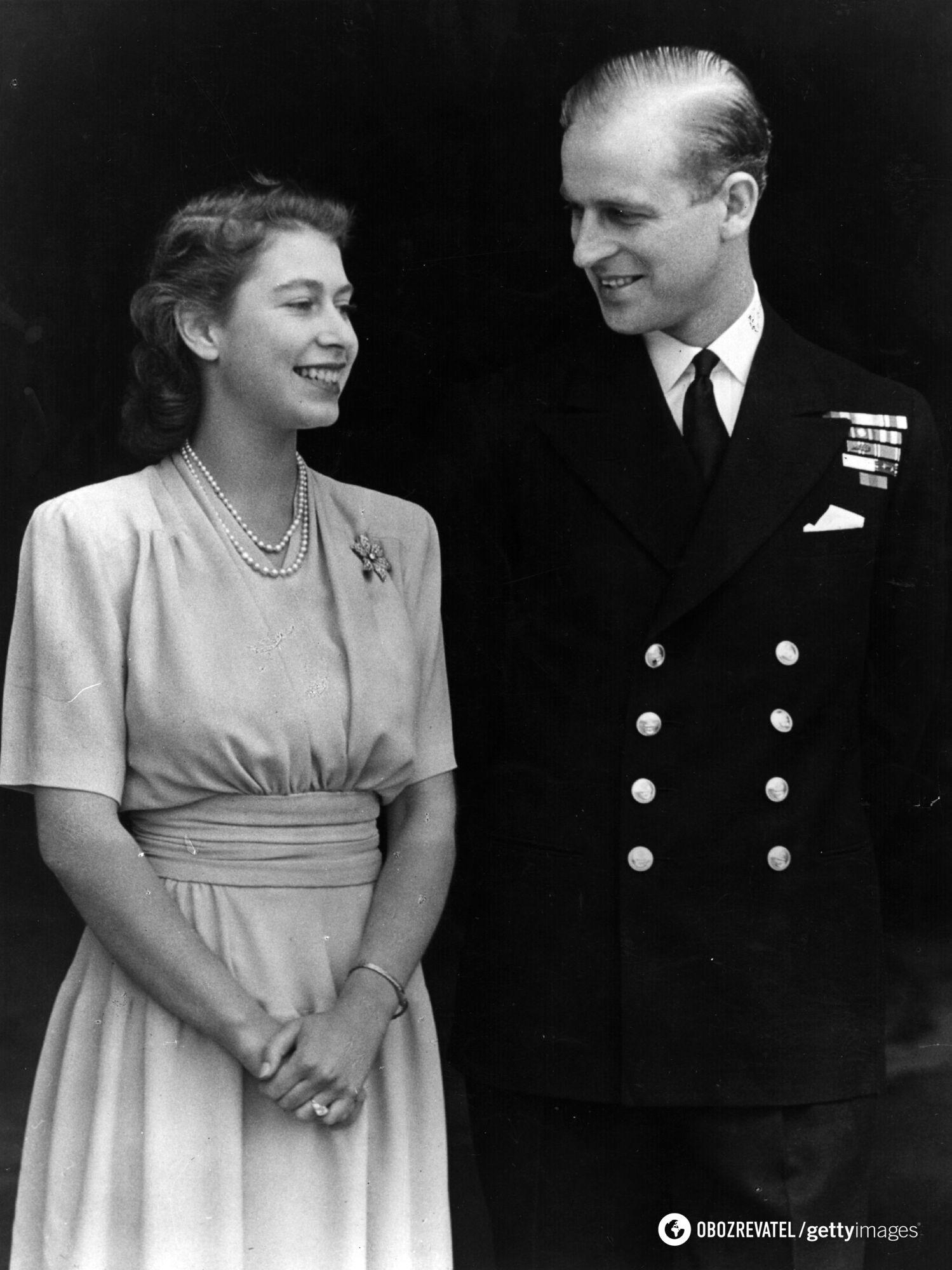 Принц отрекся от престола ради женитьбы на Елизавете II