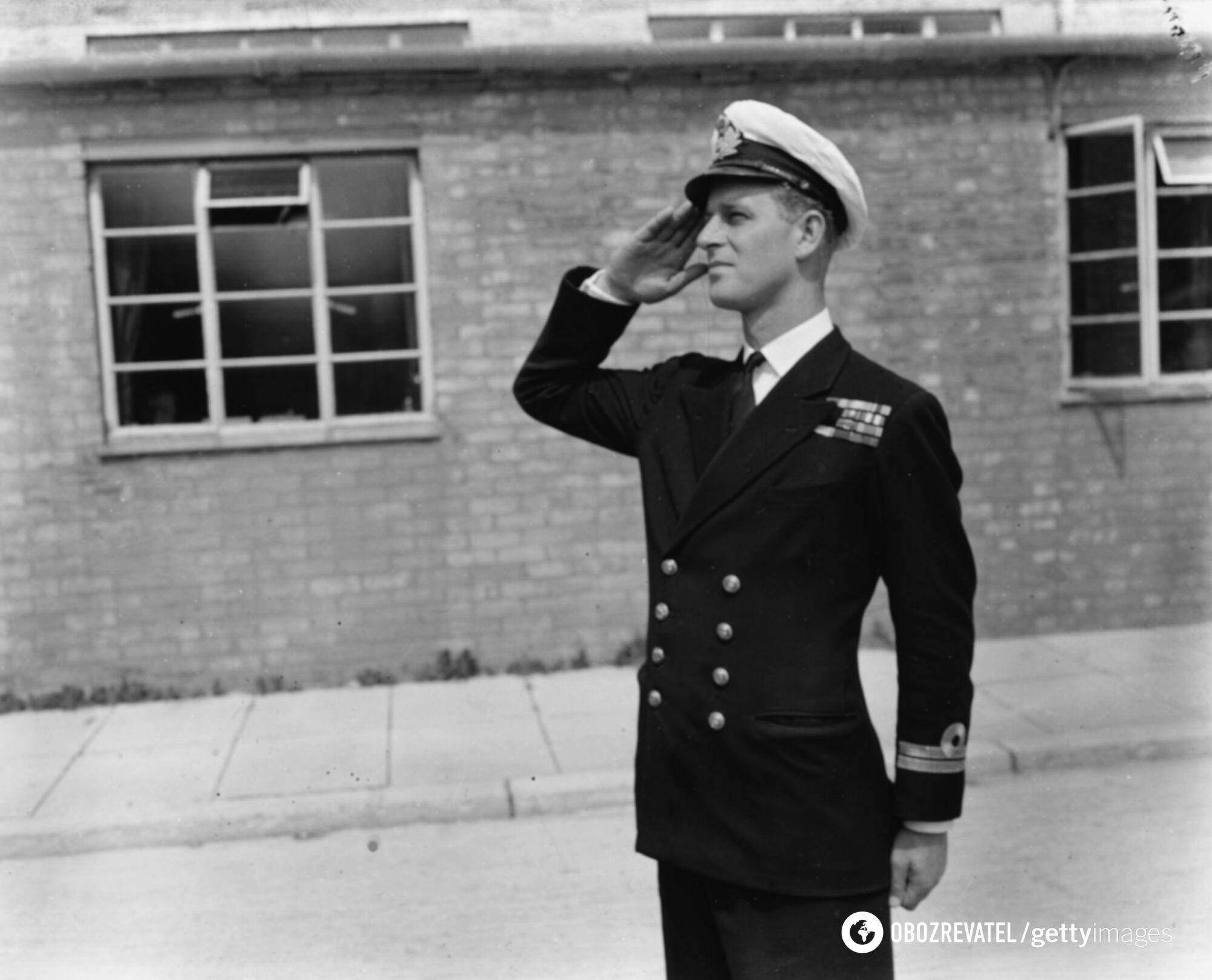 Принц Филипп служил в Королевском флоте.